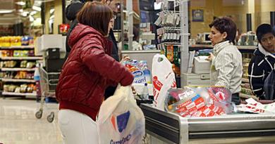 Mercadona prohibirá llevar bolsas de plástico de casa para cargar la compra